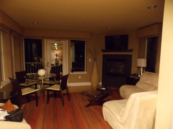 room view picture of cannery pier hotel astoria. Black Bedroom Furniture Sets. Home Design Ideas