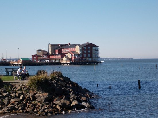 Cannery Pier Hotel: View of the hotel from our bike ride