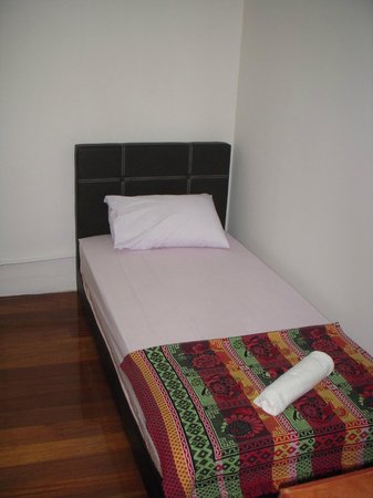 D Mo Inn : Single Room (No Window & Sharing bathroom with hot shower)