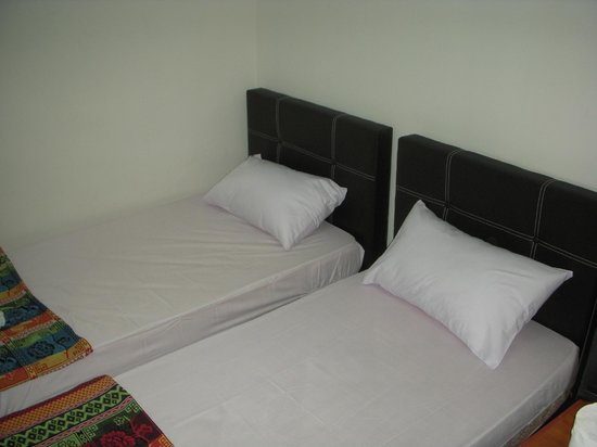 D Mo Inn : Double Room with 2 Single Beds (Sharing bathroom with hot shower)