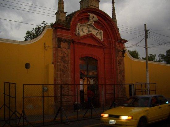 Panteon de Belen: entrada al panteon