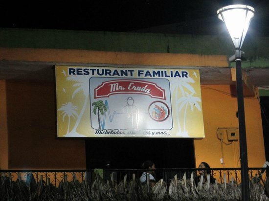 Yaxkin Hostel : Taco Restaurant Mr. Cruda