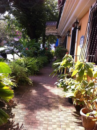 Afonso Guest House: Gorgeous exterior with well manicured plants