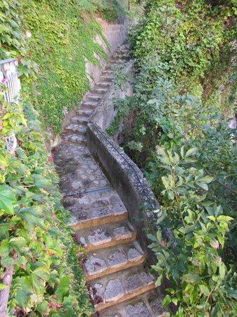 Locanda Costa d'Amalfi: Beautiful steps to the Capri suite