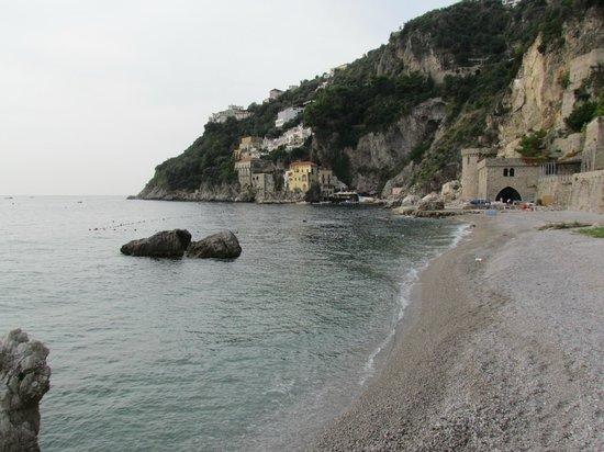 Locanda Costa d'Amalfi: Pebble beach, 10 min. walk from the BB