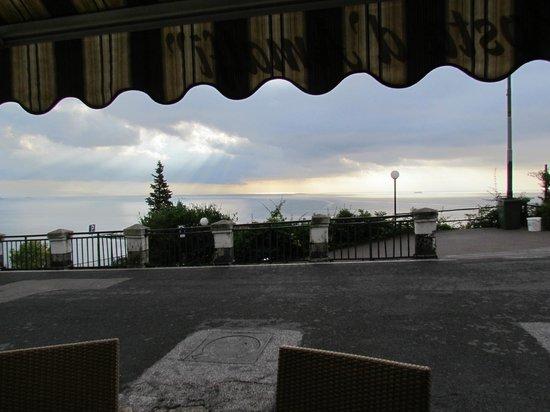 Locanda Costa d'Amalfi: Beautiful sky after a rainy night. From the reception/breakfast area