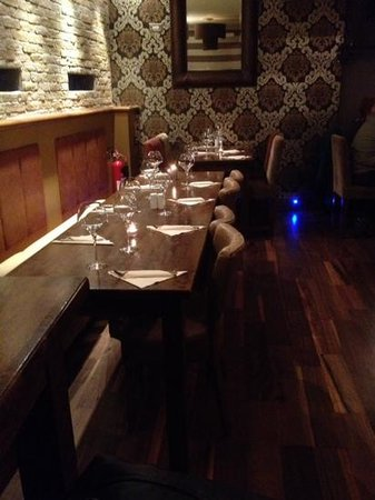 Central Wine Bar: une des tables