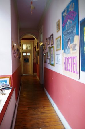 Old Monastery Hostel: Couloir