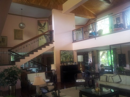 Bukidnon Country Lodge: The Living Room/Lobby