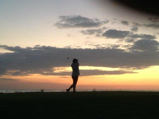 Kahuna Beach Resort and Spa: Late evening golf in San Juan (near Kahuna)