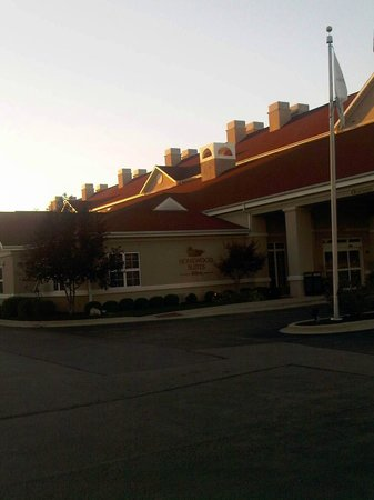 Homewood Suites by Hilton Champaign-Urbana: General view from the parking lot