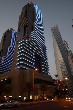 Grosvenor House Dubai: Grosvenor House Hotel at night