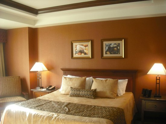 Chukchansi Gold Resort & Casino: King size bed is Very Comfy