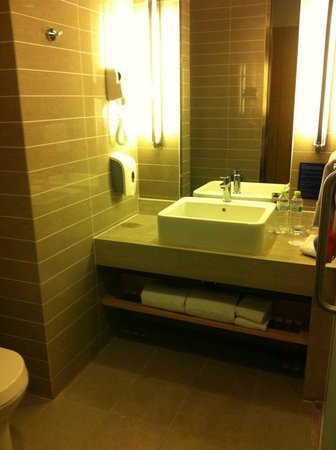 Holiday Inn Express Beijing Airport Zone: Bathroom