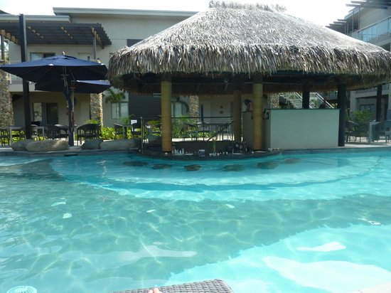 Wyndham Resort Denarau Island: adult pool swim up bar