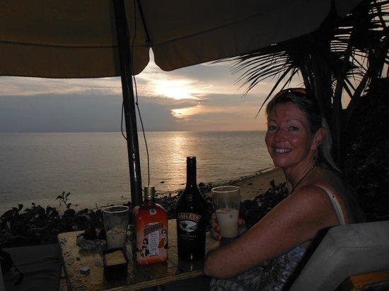 Tepanee Beach Resort: beach sunset