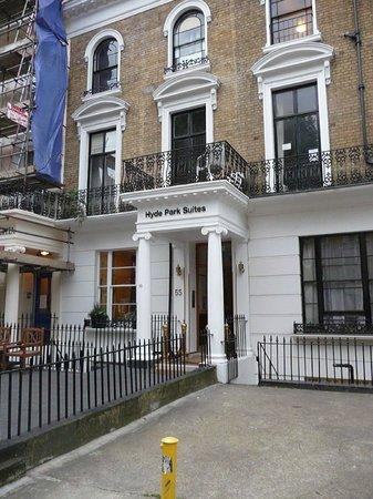 Hyde Park Suites front entrance