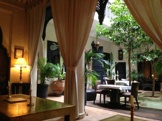 Dar Fakir : Dining & relax area
