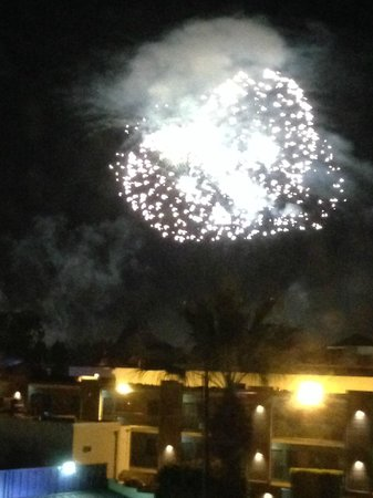 Anaheim Desert Inn and Suites: View of Fireworks from our room
