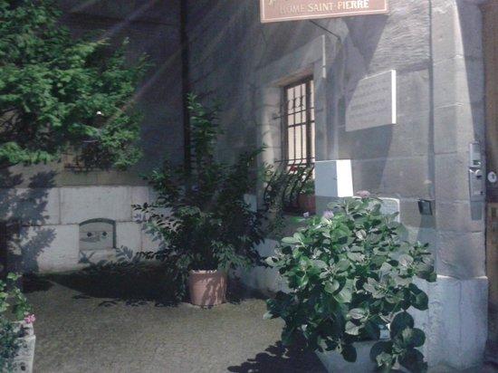 Home St.Pierre: Entrada