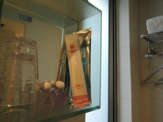 Pop Hotel: 歯ブラシもありました