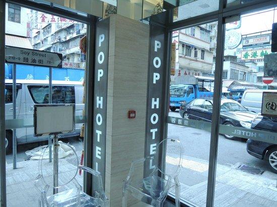 Pop Hotel: ホテルの玄関