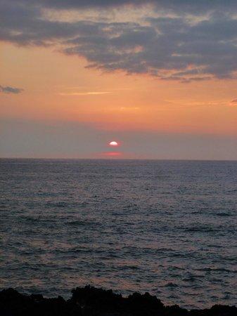 Kanaloa at Kona: sunset