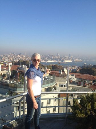 Adamar Hotel : Roof Top view towards the Bosphorus
