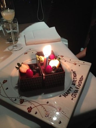 Sirocco Restaurant Amazing Birthday Cake Dessert Beautiful Plate Decorations