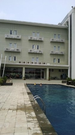 Lorin Sentul: kolam renang yang kurang terawat & kotor
