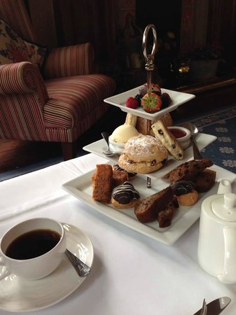 Coed-Y-Mwstwr Hotel: Afternoon Tea