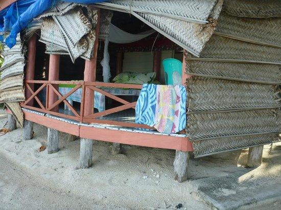 Lauiula Beach Fales: basic & fun