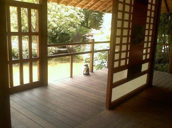 Jardin Japonais : Un maneki neko