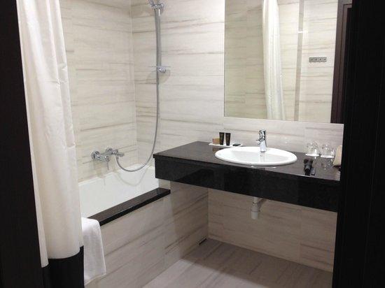 Metropolitan Boutique Hotel: The bathroom