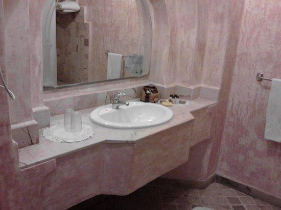 Hôtel Lella Baya & Thalasso : Salle de bain