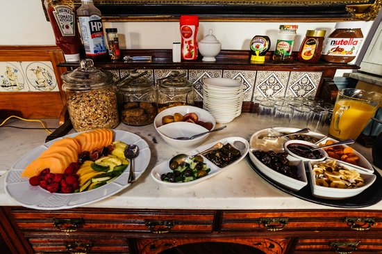 St Ann's House B&B: Breakfast Buffet