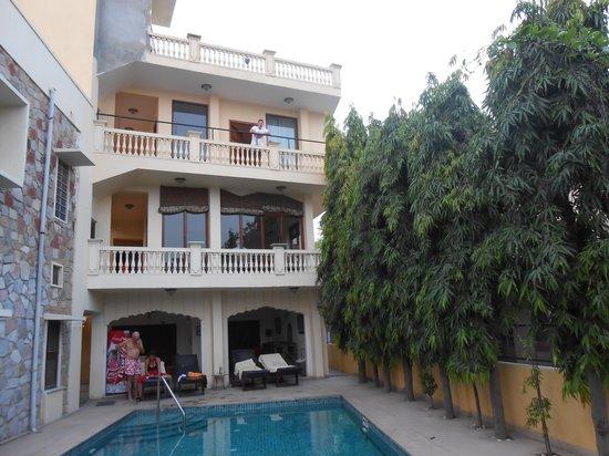 Dera Rawatsar: Hotel
