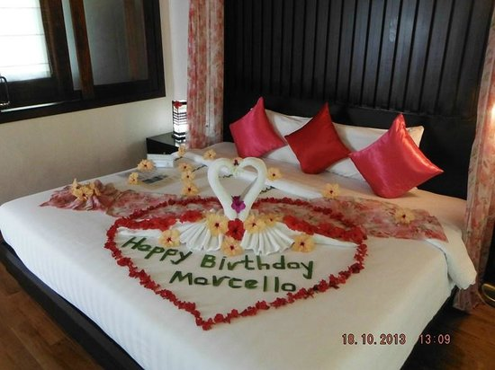 Aonang Phu Petra Resort, Krabi Thailand: bed decorated for my husband's birthday
