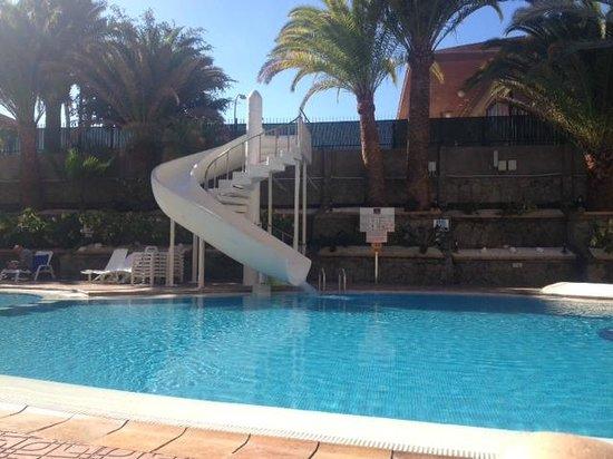 MUR Hotel Neptuno Gran Canaria: Pool slide!