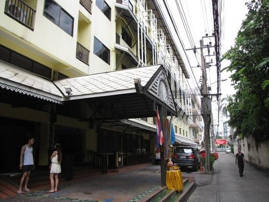 Woraburi Sukhumvit Hotel and Resort : check in area sid Soi