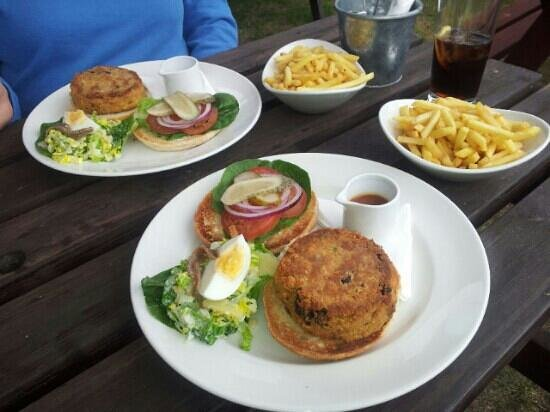 Little Marlow, UK: veggie burger and chips