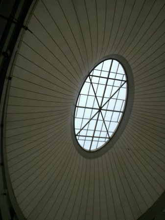 Express Avenue Mall: The Ceiling Design that sprays the light feature.