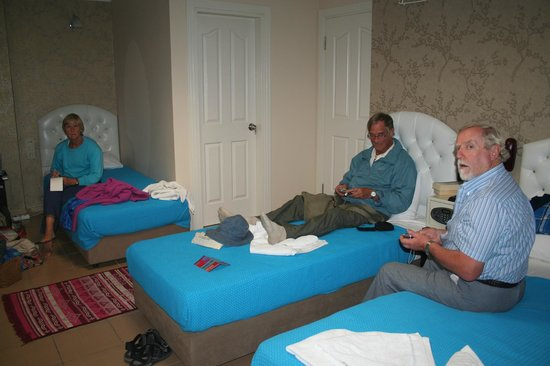 Lotus Hotel Istanbul: quad room. clean and comfortable.ensuite good.