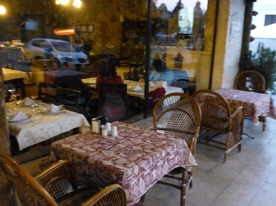 CafeturCa: Outdoor tables are available