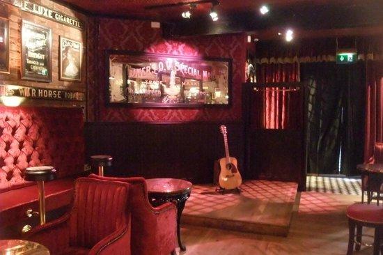 Harp Bar: Music bar