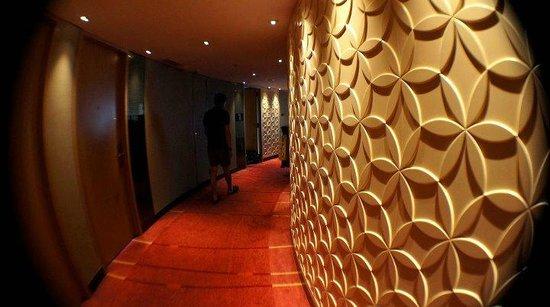Park Hotel Hong Kong: Room hallway