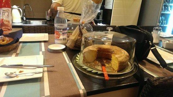 Armonia Bed and Breakfast: Ortadaki mutfakta kahvaltı yapılıyor ama güzeldi kahvaltı