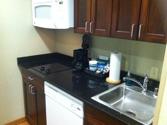 Homewood Suites by Hilton Fresno : Kitchen with full size fridge to left