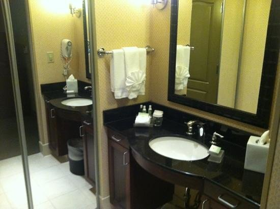 Homewood Suites by Hilton Fresno : vanity with Neutrogena products