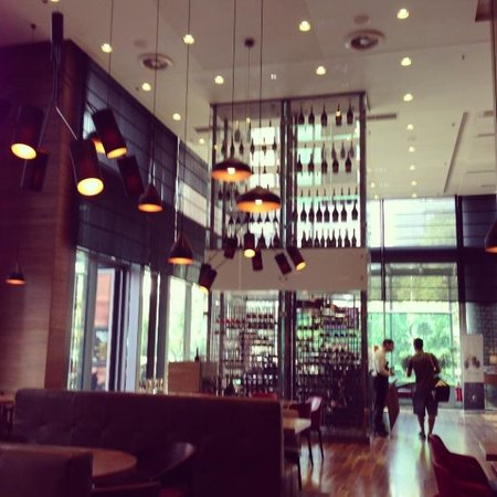 DoubleTree by Hilton Hotel Zagreb: Breakfast zone